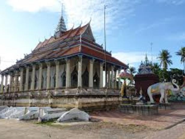 Damrey Sor Pagoda ( White Elephant Pagoda )